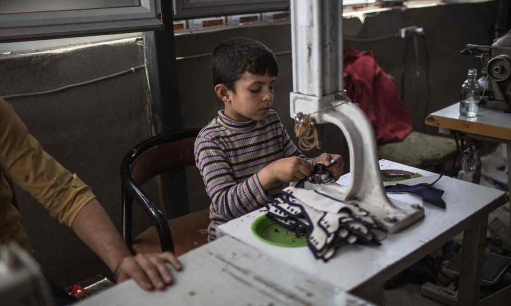 Syrian boy in Turkeysweatsho
